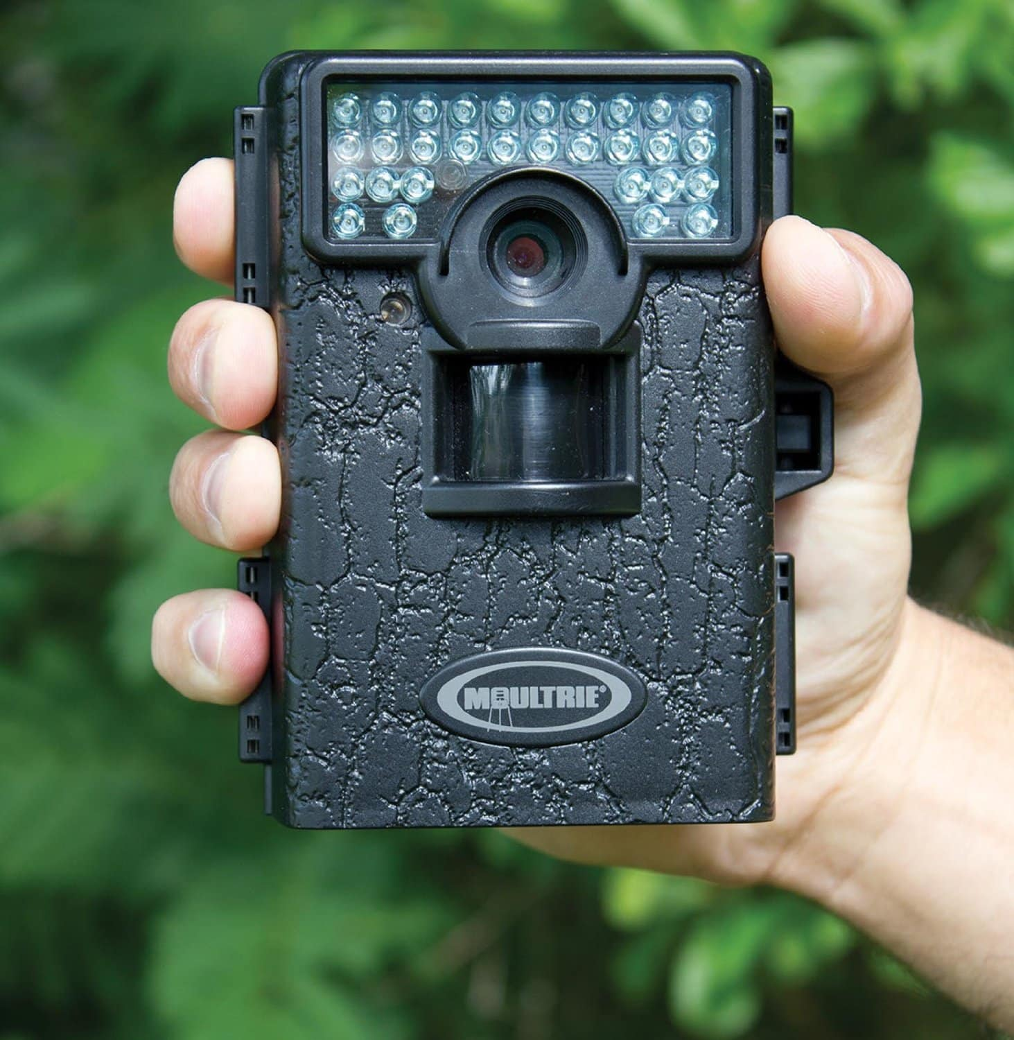 Moultrie Game Spy M-80 - in hand